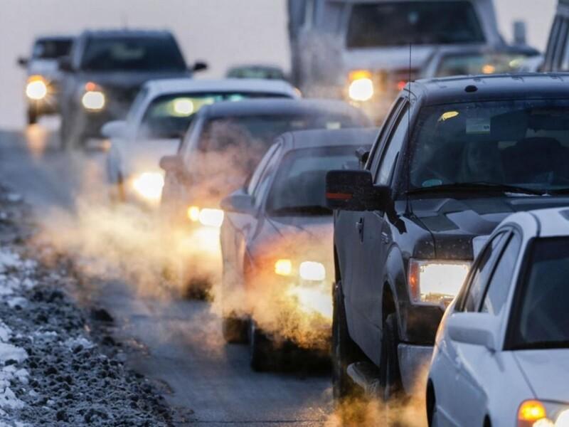 gas di scarico altamente nocivo prodotto da automezzi