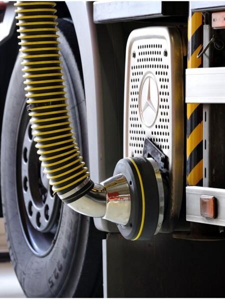 Soluzione per aspirare il gas di scarico dalle officine meccaniche