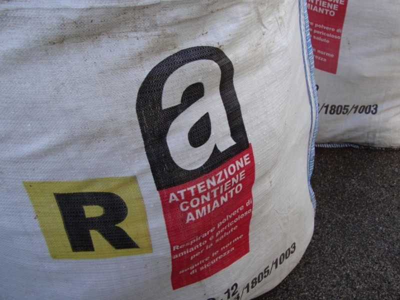 Rimozione frammenti e polveri amianto