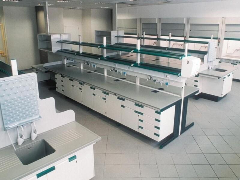 Soluzioni funzionali per arredare laboratori