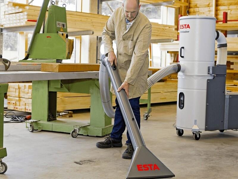 Scopa per pulizia pavimenti collegata a filtro carrellato