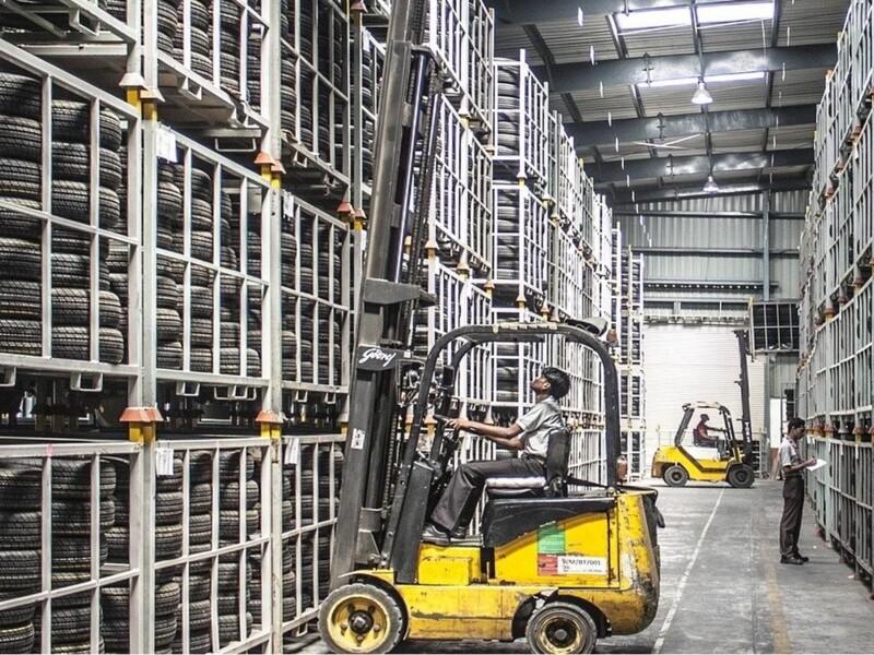 Sistemi di aspirazione polvere all'interno di centri di logistica
