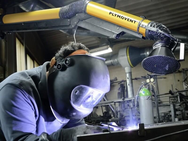 Dispositivi di protezione da ustioni, contaminazioni da polveri o fumi e danni alla vista