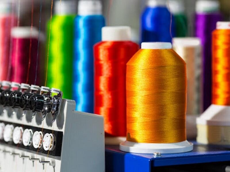 Aspirazione inquinanti su macchinari nell'industria della moda